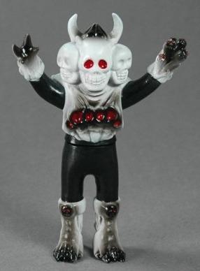Doku-rocks_-_black-skulltoys-doku-rocks-takeuchi-yu-trampt-200042m