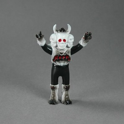 Doku-rocks_-_black-skulltoys-doku-rocks-takeuchi-yu-trampt-200043m