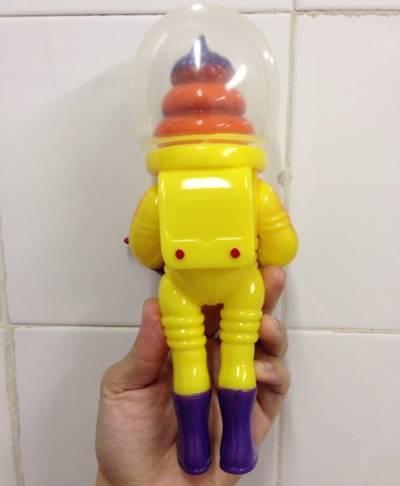 Astro_unkotsu_-_yellow-goccodo-astro_unkotsu-goccodo-trampt-200190m
