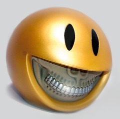 Smiley_grin_piggy_bank_-_gold-platinum_grill-ron_english-smiley_grin_piggy_bank-made_by_monsters-trampt-208656m