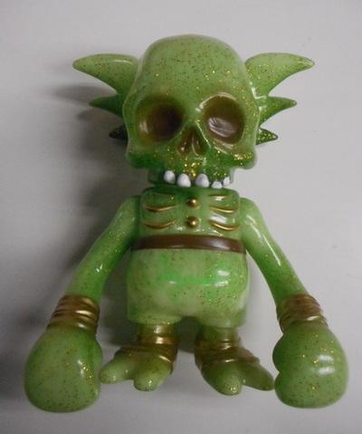 Skullwing_gid_green_w_gold_glitter-pushead-skullwing-secret_base-trampt-211206m
