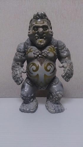 Sammo_hung__-_tribal_grey-kikkake-sammo_hung-kikkake_toy-trampt-211502m