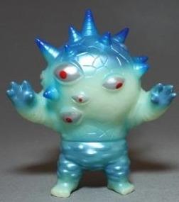 Mini_eyezon_-_phosphorescent_blue-mark_nagata-mini_eyezon-max_toy_company-trampt-213713m
