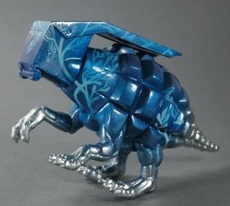 Blue_floral_dinogrenade-okokume_laura_mas-dinogrenade-trampt-214189m