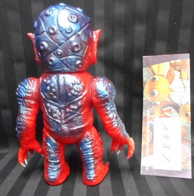 Wombat_toys_skull_head_butt__meteor-x___red_molded__metallic_blue__wf2012s_-skull_head_butt_wombat_t-trampt-215824m