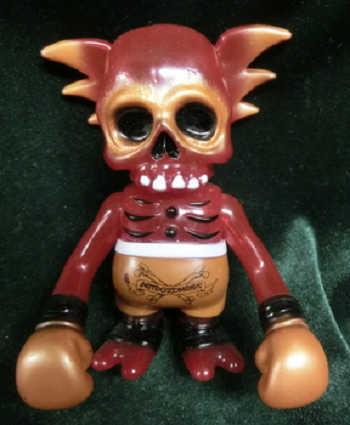 Secret_base_astro_zombies_skull_wing_clear_red_molding-pushead-skullwing-secret_base-trampt-218166m