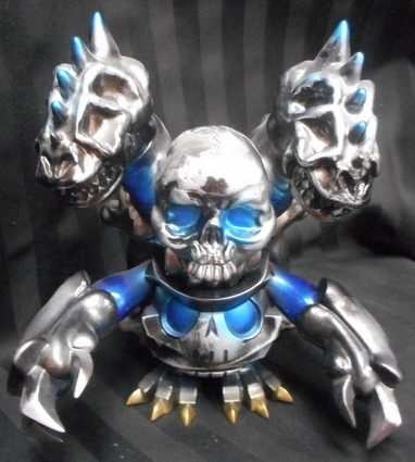 Touma_one_up_buroppasu__skuttle_x_docross__black_silver_blue_-blobpus_touma-skuttle_x_docross-one-up-trampt-220309m