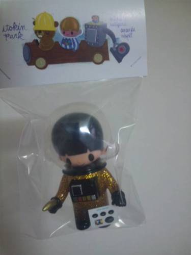 Astronaut_-_glitter_gold-itokin_park-astronaut-itokin_park-trampt-221920m