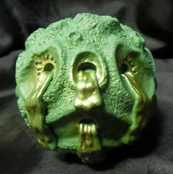 Sofubi_oozeball_og_ooze-it_green__gold-zectron-ooze_ball-trutek-trampt-222721m