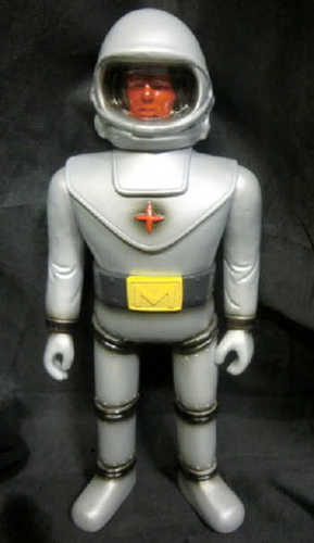 Lulubelltoys_alien_of_fake_baron_body_mystery__human_face__arms_open_hand__belt__yellow__red-lulubel-trampt-222731m