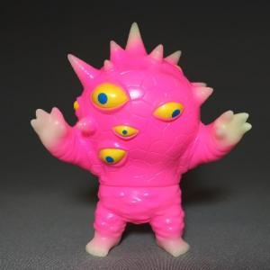 Phosphorescent_miniaizon_pink-mark_nagata-mini_eyezon-max_toy_company-trampt-223207m