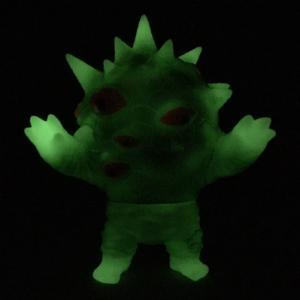 Phosphorescent_miniaizon_green__one-up_exclusive_-mark_nagata-mini_eyezon-max_toy_company-trampt-223208m