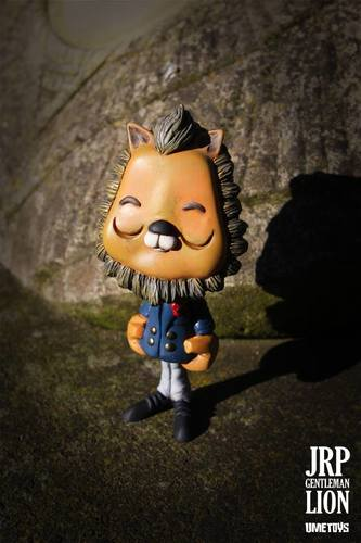 Jrp_the_gentleman_lion-ume_toys_richard_page-jrp-ume_toys-trampt-224810m