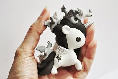 Tokidoki_unicorno_art_toy_-_dragons-mijbil_creatures_mijbil_teko_silvia_minucelli-unicorno-trampt-230008m