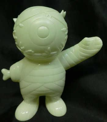 Super7_mishka_mythica_keep_watch_mummy_boy_keep_watch_mommy_boy_phosphorescent_molding__unpainted-br-trampt-231799m