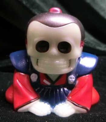 Honesuke_-_gid_red_topknot_--mori_katsura_skulltoys-honesuke-realxhead-trampt-231829m