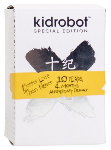 10th_anniversary_dunny_-_silver_better_late_than_never-kidrobot-dunny-kidrobot-trampt-232481m