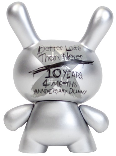 10th_anniversary_dunny_-_silver_better_late_than_never-kidrobot-dunny-kidrobot-trampt-232482m