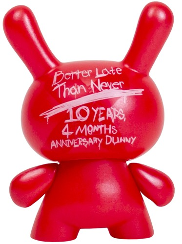 10th_anniversary_dunny_-_red_better_late_than_never-kidrobot-dunny-kidrobot-trampt-232485m