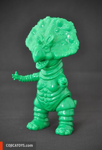 Monoclon_green-blue__unpainted-hiramoto_kaiju-monoclon-cojica_toys-trampt-232516m