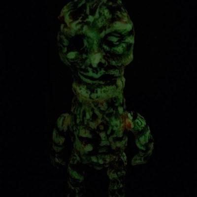 Shikabane_kaiju_dead_monster_-_flesh_eater_-_gid_wipeoff__green_eye_-izumonster_bloodguts_toys_izumo-trampt-233200m
