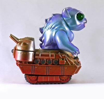 Nyagira_tank_-_blue-plaseebo_bob_conge-kaiju_tank-trampt-233340m