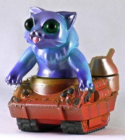 Nyagira_tank_-_blue-plaseebo_bob_conge-kaiju_tank-trampt-233341m