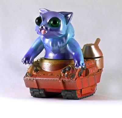 Nyagira_tank_-_blue-plaseebo_bob_conge-kaiju_tank-trampt-233342m