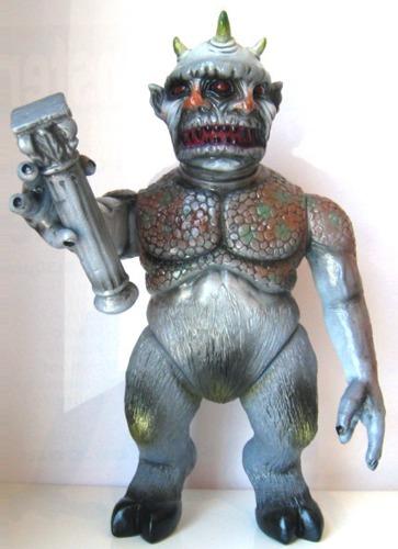 Secret_toy_cinema_monster_custom-splurrt-cinema_monster-trampt-235113m