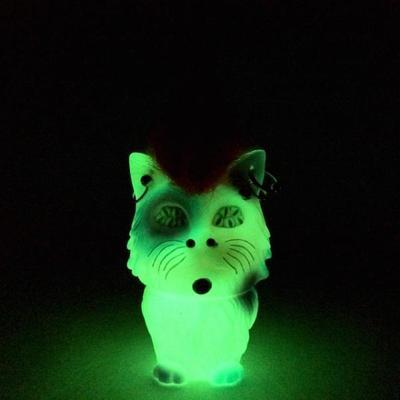Many_eyes_cat_pierced_x_pink_mohawk_gid-aya_takeuchi-many_eyes_cat-self-produced-trampt-235945m
