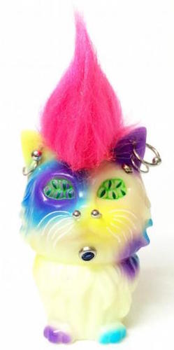 Many_eyes_cat_pierced_x_pink_mohawk_gid-aya_takeuchi-many_eyes_cat-refreshment-trampt-235949m