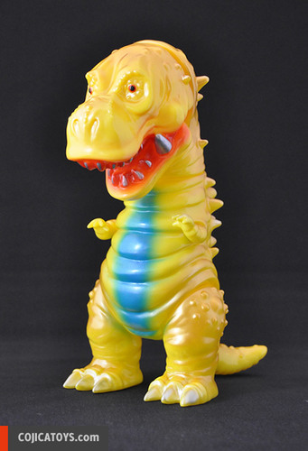 Tyranbo_gold__yellow-hiramoto_kaiju-tyranbo-cojica_toys-trampt-238804m