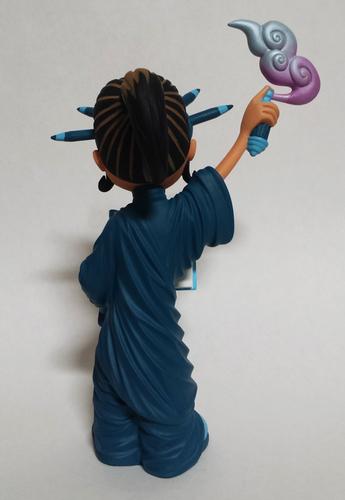 Little_liberty_-_blue-erick_scarecrow-liberty-esc-toy-trampt-239797m