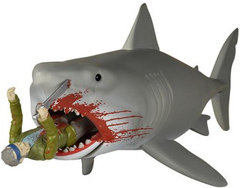 Jaws_-_bloody_quint_and_shark-super7-reaction_figure-funko-trampt-244412m