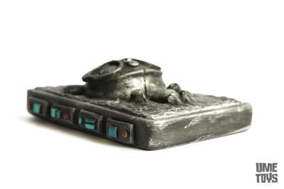 Geekwok_in_carbonite-ume_toys_richard_page-geekwok-trampt-248580m