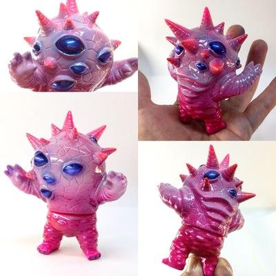 Pink_flesh_baby_eyezon-topheroy_chris_douglas-mini_eyezon-super7-trampt-250331m