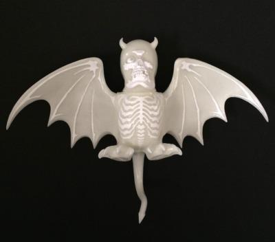 Nuclear_era_roh_vampire_bats_shocker_ver_white_gid-balzac_secret_base-skullbat-secret_base-trampt-252316m