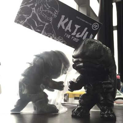 Kaiju_the_first_-_unpainted_black-play_studio-kaiju_the_first-play_studio-trampt-253781m