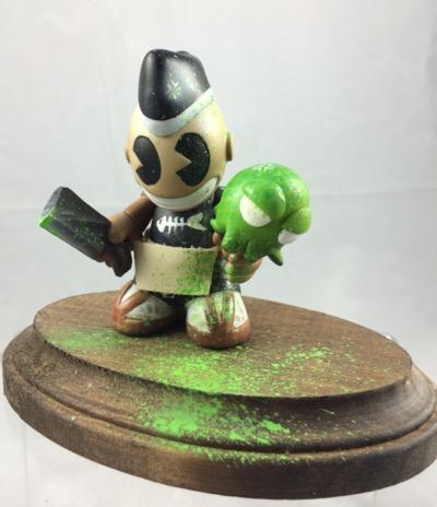 3_tall_sashimibots_wremovable_base-mr_mars-kidrobot_mascot-trampt-254437m