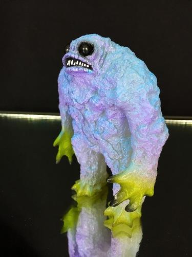 Glow_in_the_dark_kaiju_rhaal_blue-gorgoloid_barry_allen-rhaal-trampt-256720m