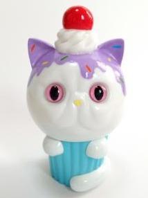 Exotic_short_hair_cupcake_hand-painted_chocolate_spray__purple-aya_takeuchi-cupcake_cat-refreshment-trampt-258358m