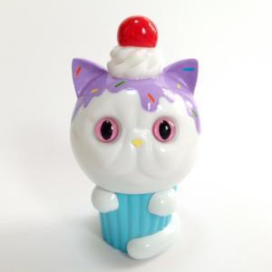 Exotic_short_hair_cupcake_hand-painted_chocolate_spray__purple-aya_takeuchi-cupcake_cat-refreshment-trampt-258359m
