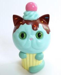 Exotic_short_hair_cupcake_hand-painted_chocolate_spray__brown-aya_takeuchi-cupcake_cat-refreshment-trampt-258360m