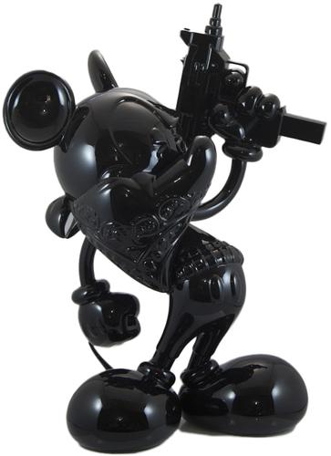 Uzi_does_it_-_black_on_black-slick-uzi_does_it-silent_stage_gallery-trampt-258597m