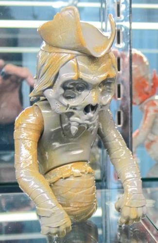 Skullorm_skullcaptain_-_yellowgrey_marble-pushead-skullorm-secret_base-trampt-261465m