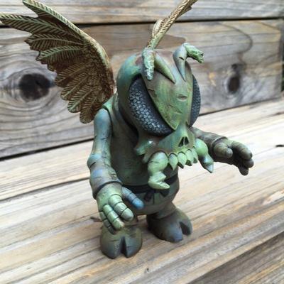 Winged_skullbee_custom-drilone-skull_bee-trampt-261887m