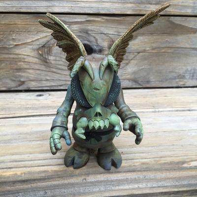Winged_skullbee_custom-drilone-skull_bee-trampt-261888m