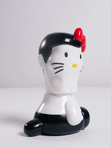 Guy_hello_kitty_figure_white-sanrio_punk_drunkers-hello_kitty-punk_drunkers-trampt-263444m