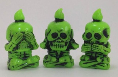 Skeleton_company___it_hears_and_cooks_yellowish_green_molding__black_paint-mori_katsura_skulltoys-sa-trampt-265240m
