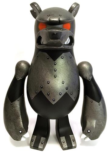 Knuckle_bear_-_dark_iron_orange_eyes-touma-knucklebear-toy2r-trampt-273233m